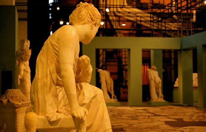 Den siddende pige – oprindeligt set i de gamle haver i Rom – Horti Liciniani © teldridge+keldridge