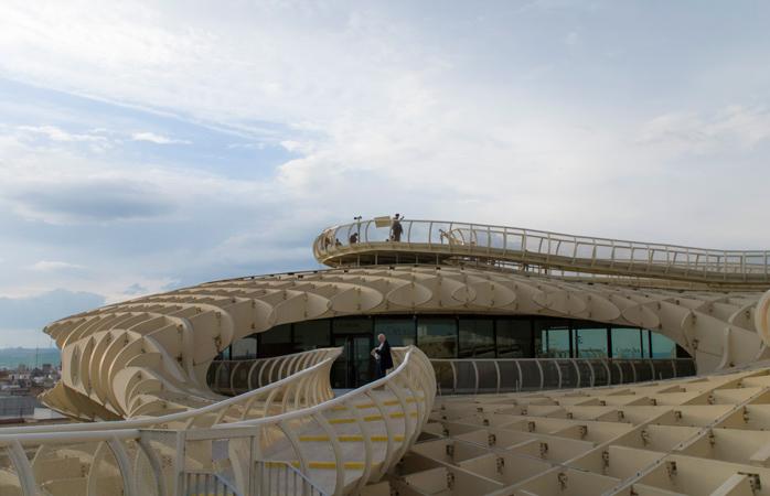 Det tredje niveau af Sevillas Metropol Parasol har en herlig promenade med en spektakulær udsigt