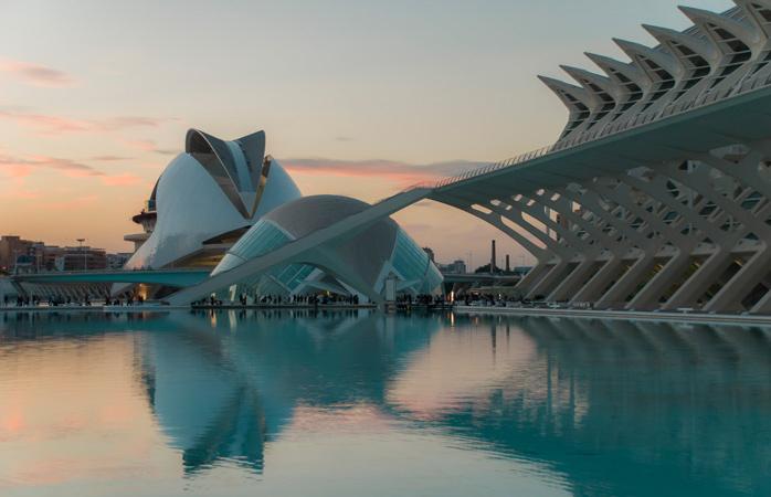 Valencia handler ikke kun om paellas, besøg den futuristiske By for Kunst og Videnskab