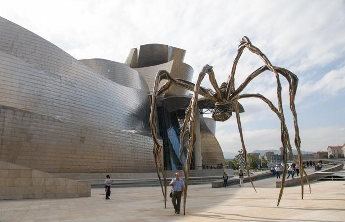 Tag et smut forbi Bilbao for at se Guggenheim-museet, som er designet af Frank Gehry