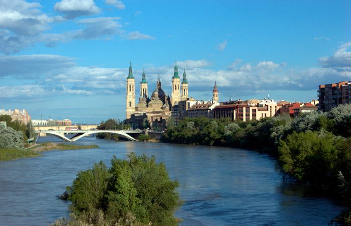 Den smukke Basílica de Nuestra Señora del Pilar i Zaragoza ©