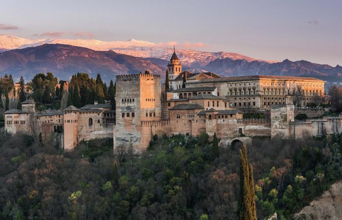Sørg for at bestille billetter til det majestætiske Alhambra-slot