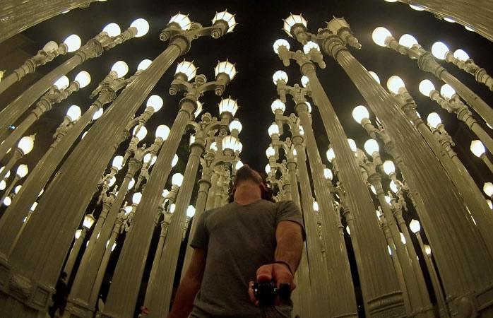 Urban Light, en skulptur med 202 lys af Chris Burden