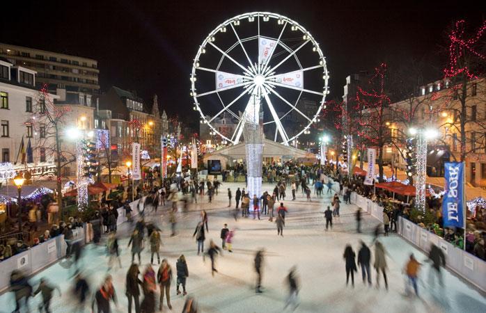Hold pause fra juleshoppingen, og tag på skøjtetur på Place Sainte-Catherine i Bruxelles