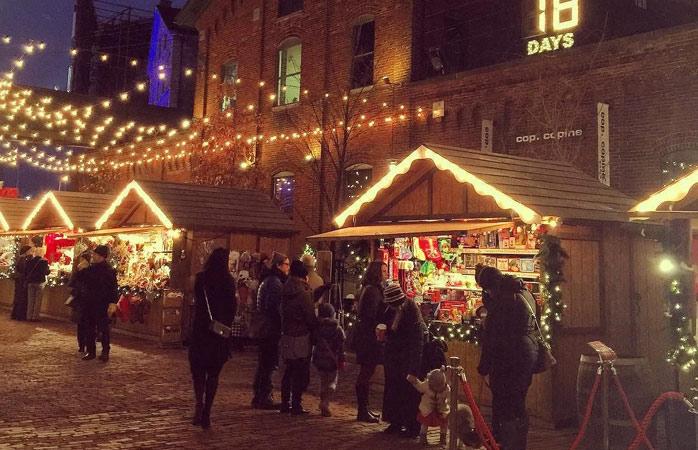 Jul med et charmerende canadisk twist i Toronto's Distillery District