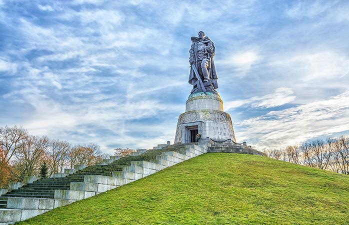 Et ganske særligt syn: Det sovjetiske krigsmindesmærke i Treptower Park